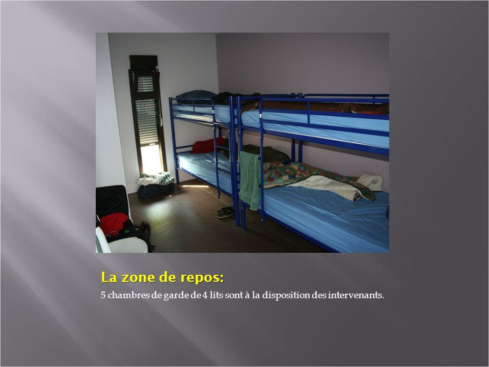 La zone de repos: 5 chambres de garde de 4 lits sont à la disposition des intervenants.