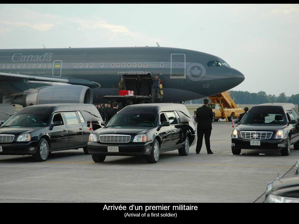 Arrivée dun premier militaire (Arrival of a first soldier)