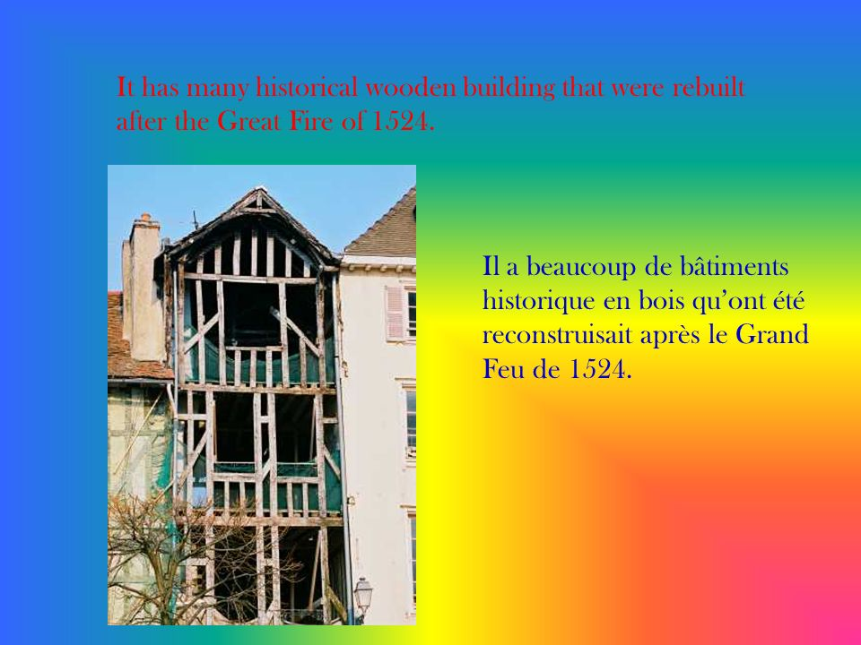 It has many historical wooden building that were rebuilt after the Great Fire of 1524. Il a beaucoup de bâtiments historique en bois quont été reconst