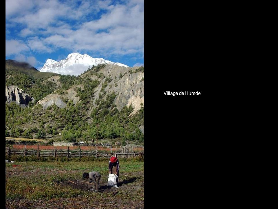 Montagne vue depuis le village de Humde