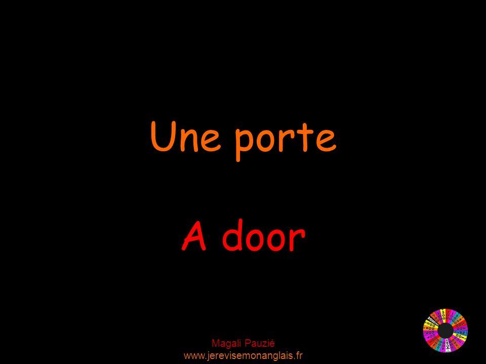 Magali Pauzié www.jerevisemonanglais.fr A door Une porte