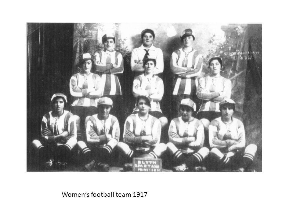 Womens football team 1917