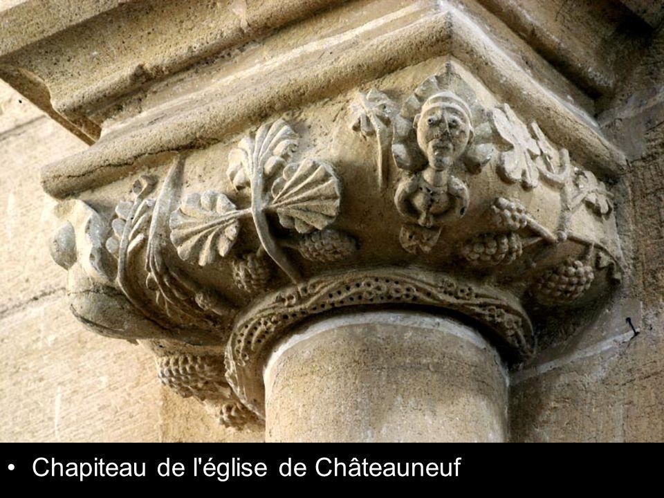 Chapiteau de l'église de Châteauneuf
