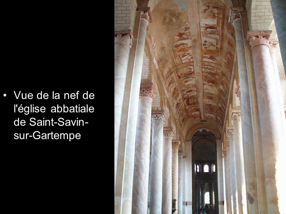 Vue de la nef de l'église abbatiale de Saint-Savin- sur-Gartempe