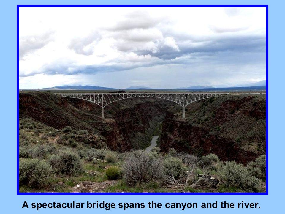 Near Taos, the river Rio Grande flows through a spectacular canyon.