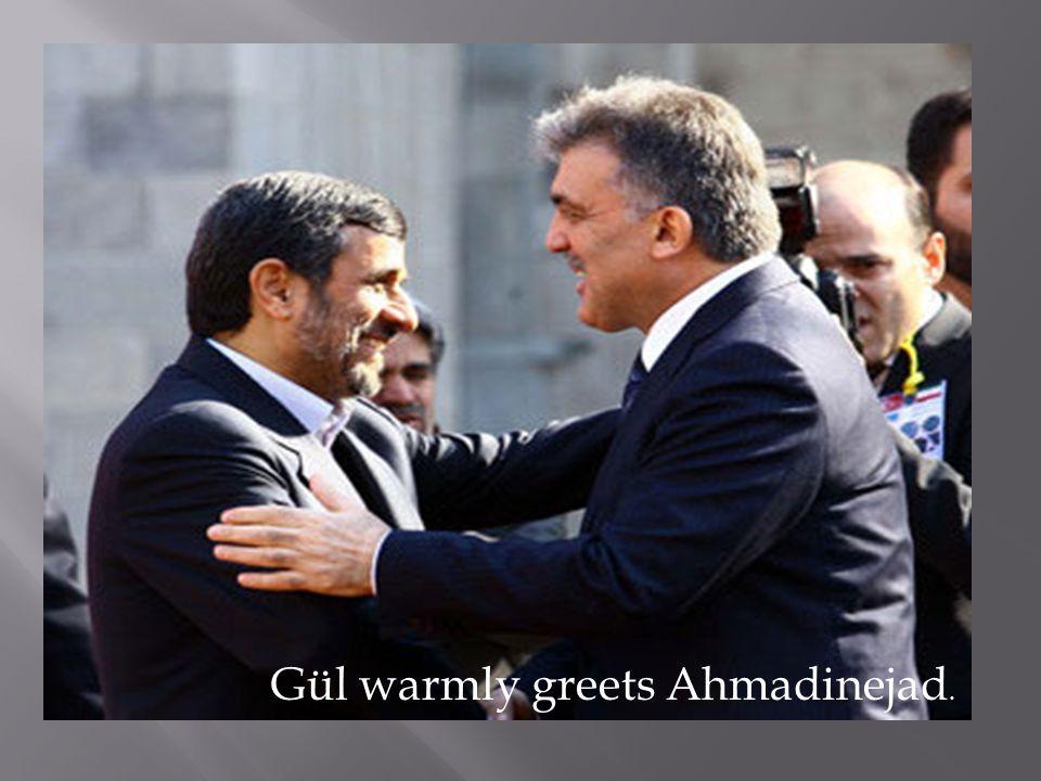 Gül warmly greets Ahmadinejad.