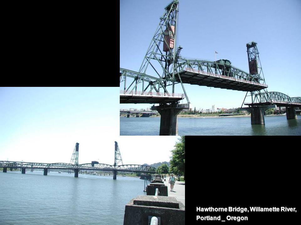 Hawthorne Bridge, Willamette River, Portland _ Oregon