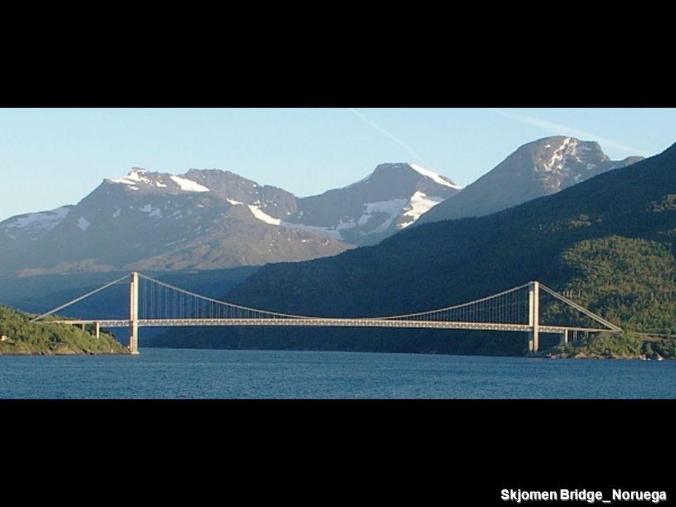 Skjomen Bridge_ Noruega