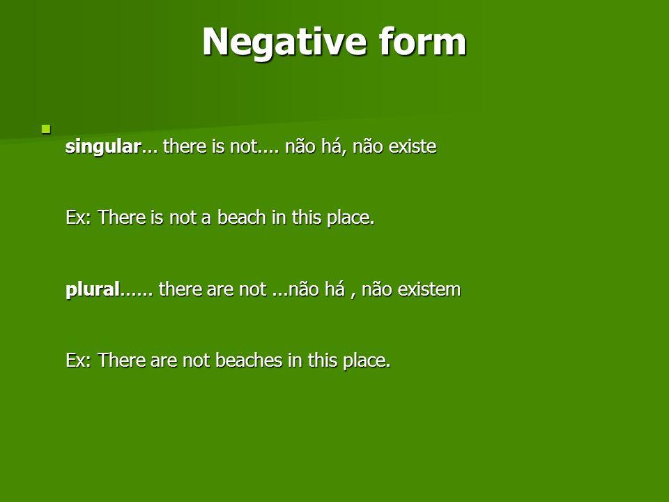 Você também poderá usar a forma contraída There isn t e there aren t.