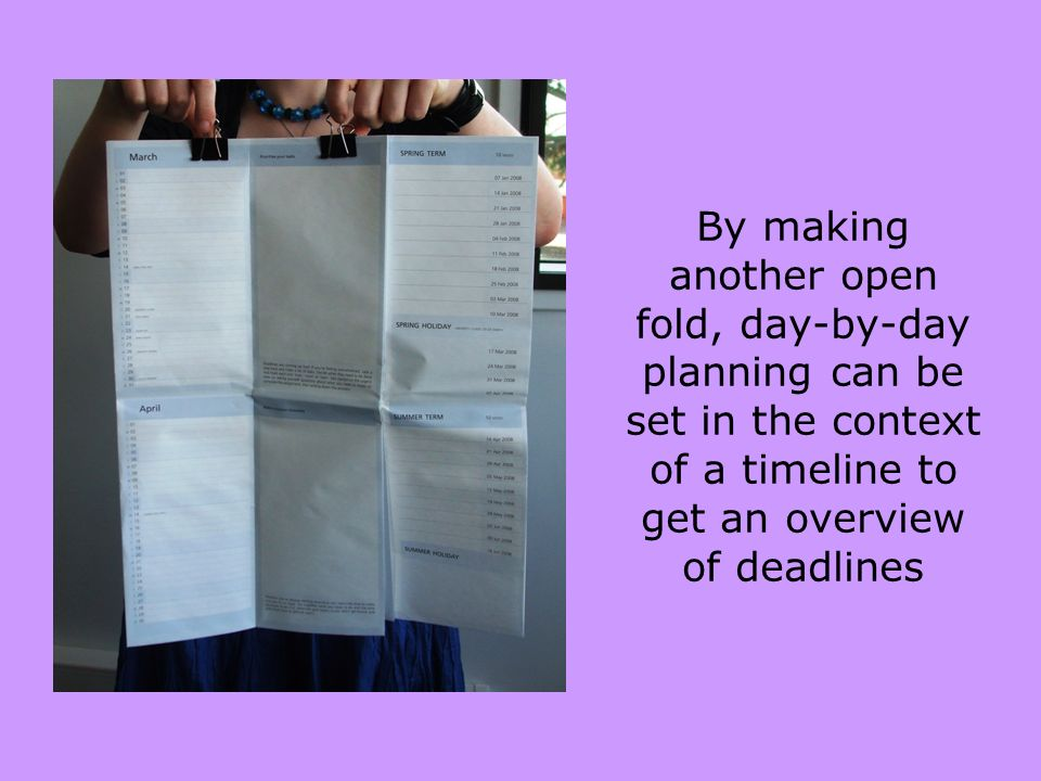 By making another open fold, day-by-day planning can be set in the context of a timeline to get an overview of deadlines