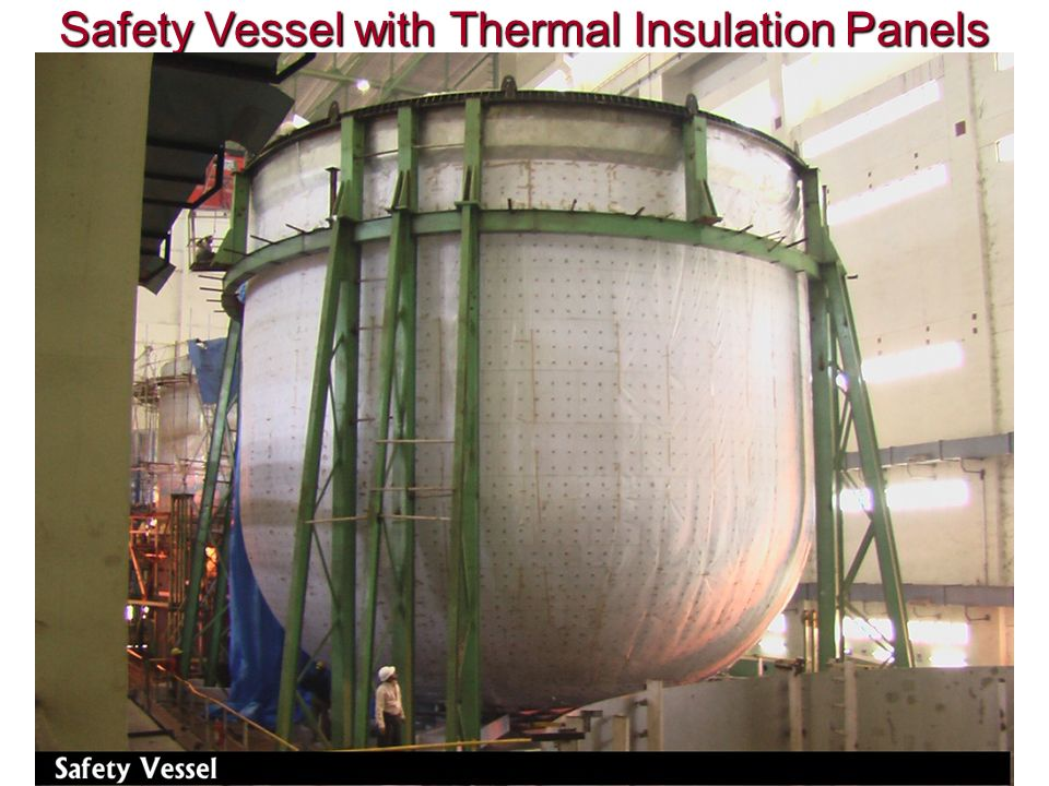 Safety Vessel with Thermal Insulation Panels