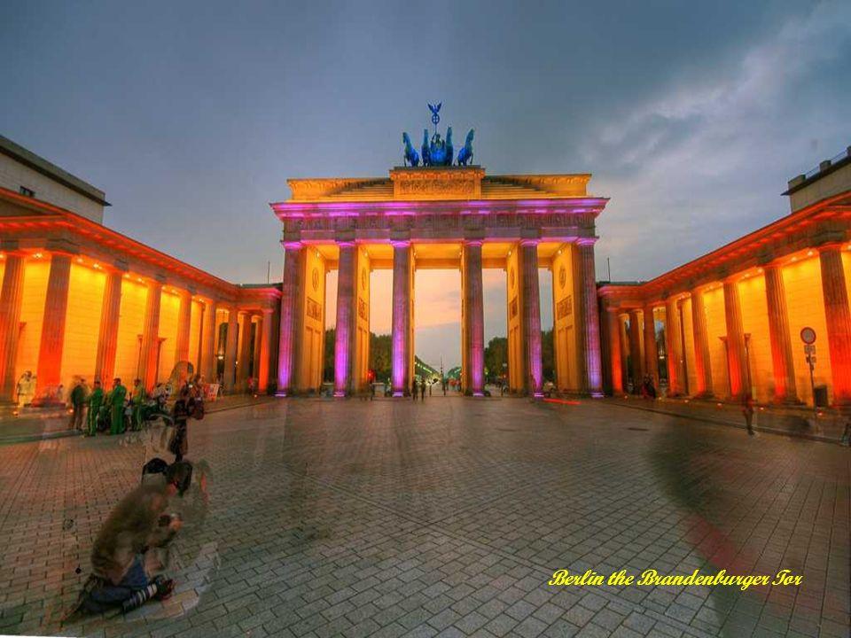 Visite en Allemagne Présenté par le site Mespps.com Mespps.com Amusez-vous avec vos amis en leur envoyant nos pps par e-mail.