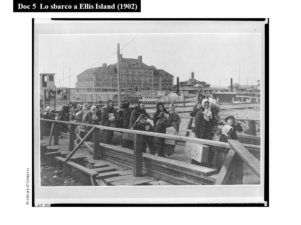 Doc 5 Lo sbarco a Ellis Island (1902) © Library of Congress