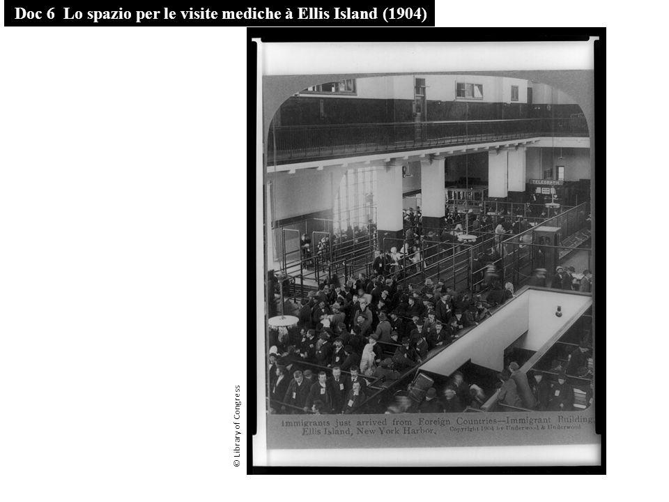 Doc 7 In attesa di essere trasferiti sul continente (1912) © Library of Congress