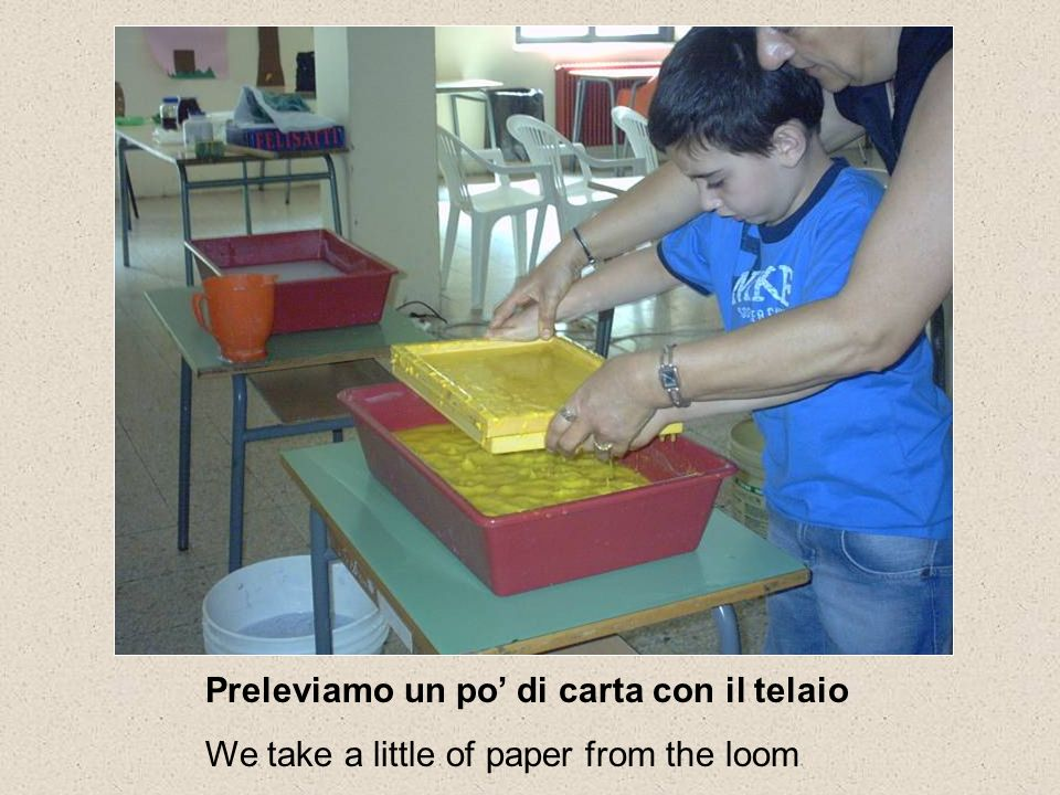 Preleviamo un po di carta con il telaio We take a little of paper from the loom
