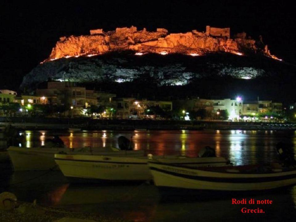 Rodi di notte Grecia.