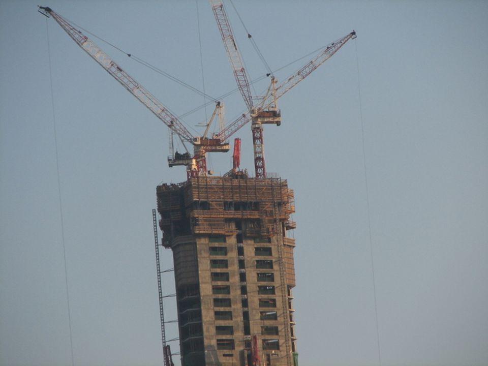 The crane operators had no acrophobia.