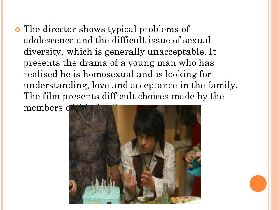 The director shows typical problems of adolescence and the difficult issue of sexual diversity, which is generally unacceptable.