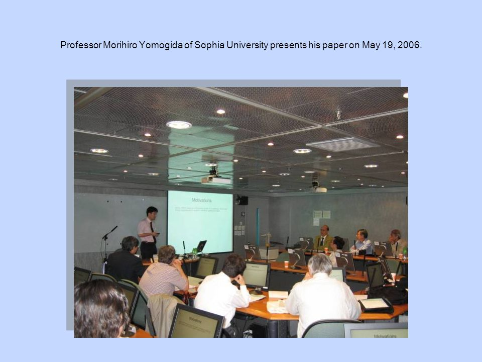 Professor Morihiro Yomogida of Sophia University presents his paper on May 19, 2006.