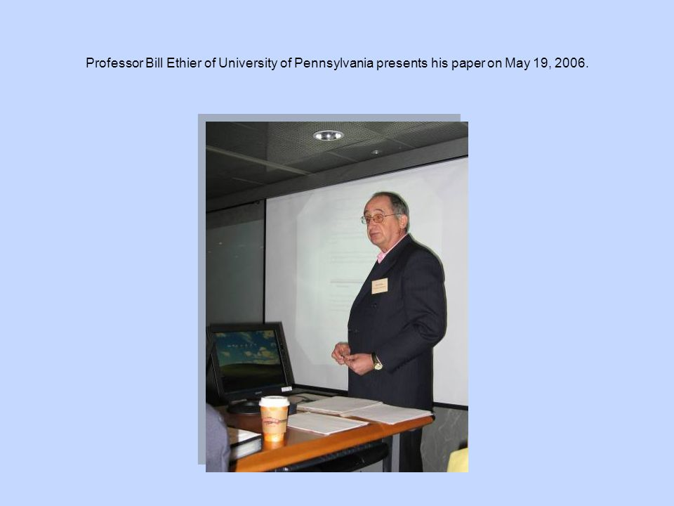 Professor Eden Yu (right), editor of Asia-Pacific Journal of Accounting and Economics, presents a souvenir to Professor Carsten Kowalczyk of Tufts University on May 20, 2006.