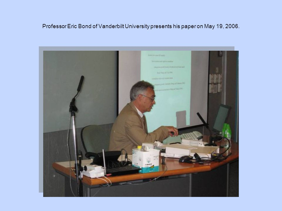 Professor Eden Yu (centre) of City University of Hong Kong presents his paper on May 19, 2006.