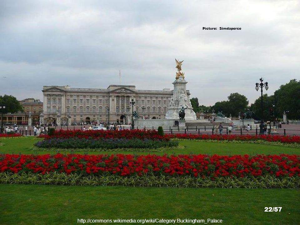 Picture: Tours Holic http://toursholic.com/2011/buckingham-palace-the-royal-wedding-william-kate-middleton/buckingham-palace-westminster-london 21/57