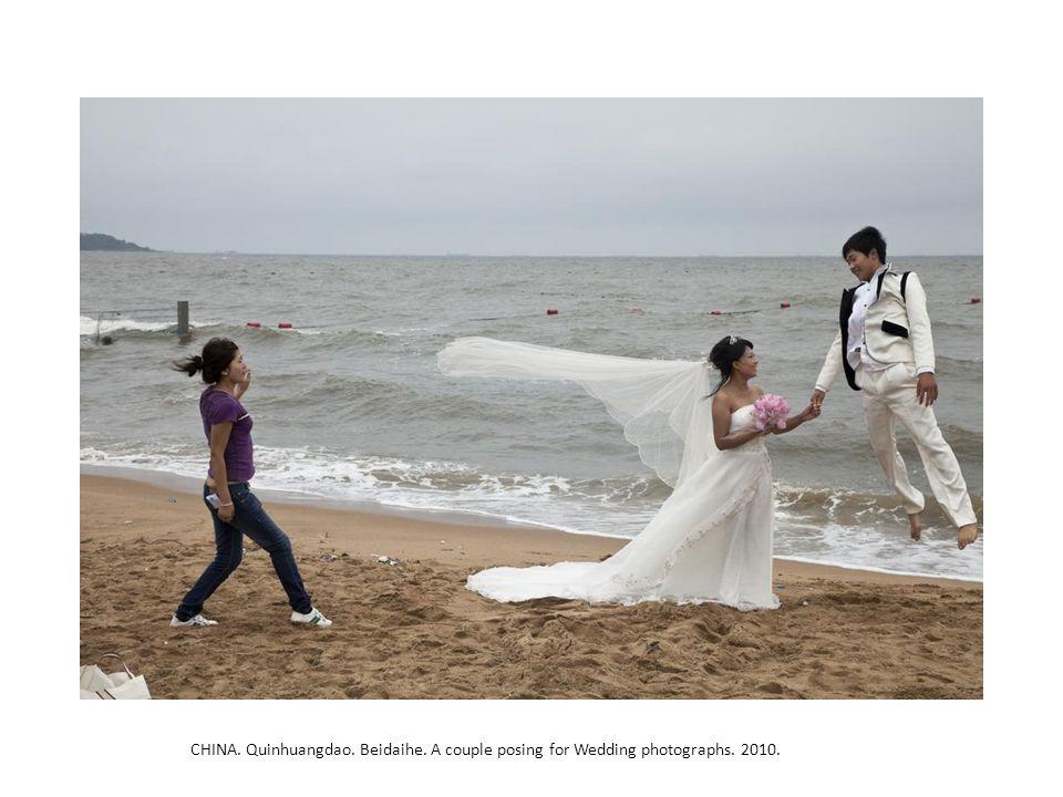 CHINA. Quinhuangdao. Beidaihe. A couple posing for Wedding photographs. 2010.