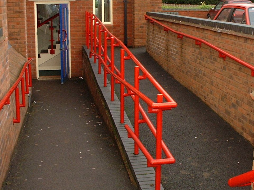 Entrances continued Are handrails easy to grasp and colour contrasted so that they stand out.