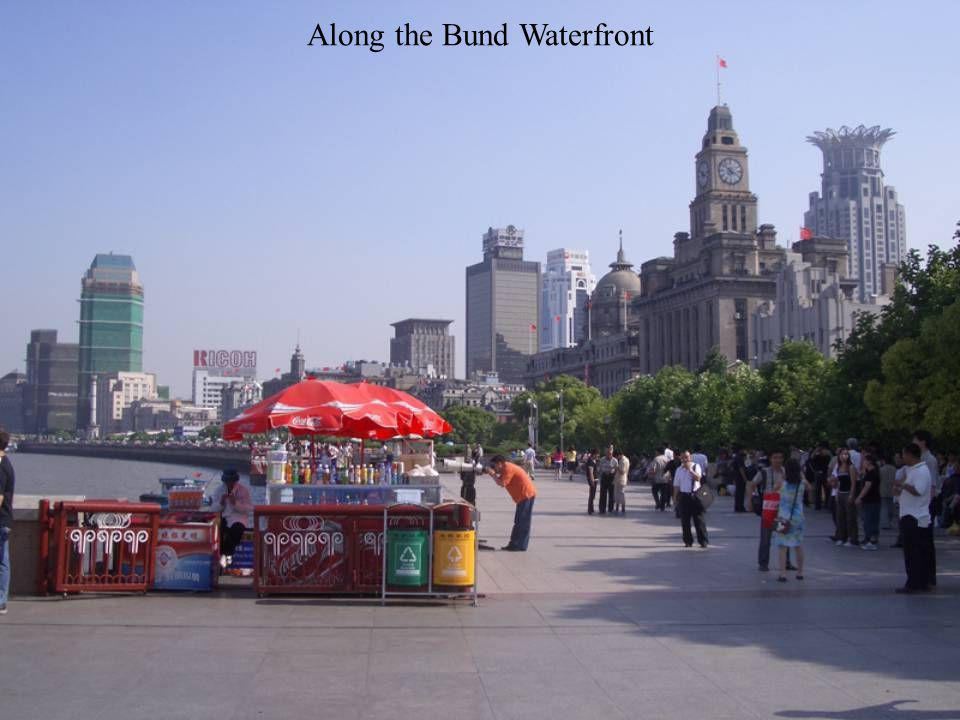 Dragon Boat at the Bund