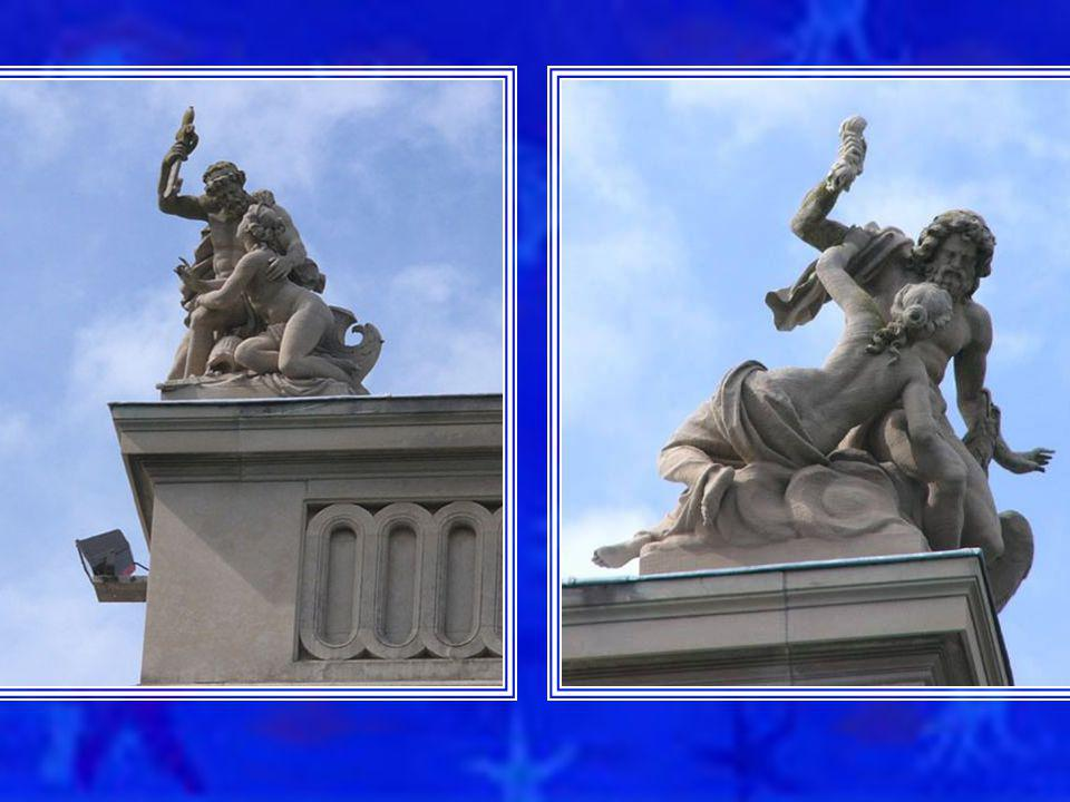 UNUSUAL STATUES ADORN THE ROOF