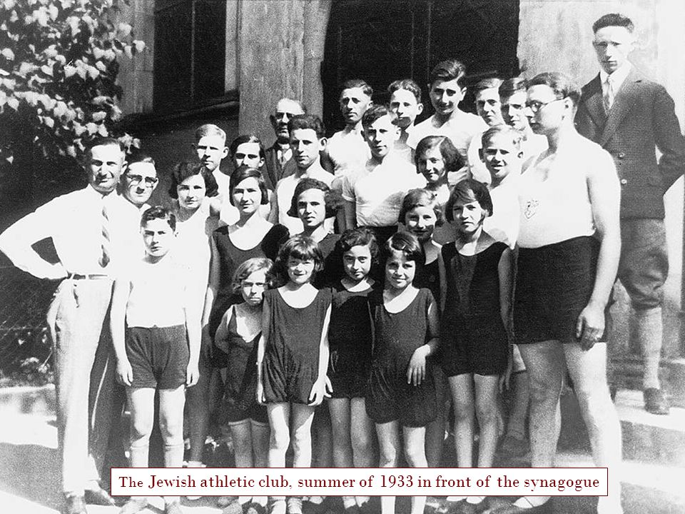 14 The Jewish athletic club, summer of 1933 in front of the synagogue
