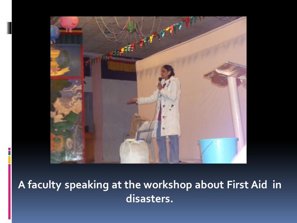 A faculty speaking at the workshop about First Aid in disasters.