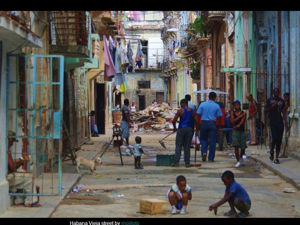 Habana Vieja street by mojitotomojitoto