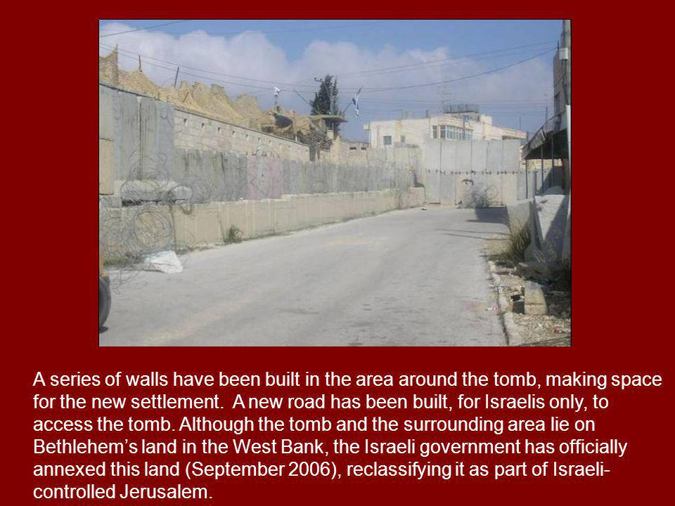 A series of walls have been built in the area around the tomb, making space for the new settlement.