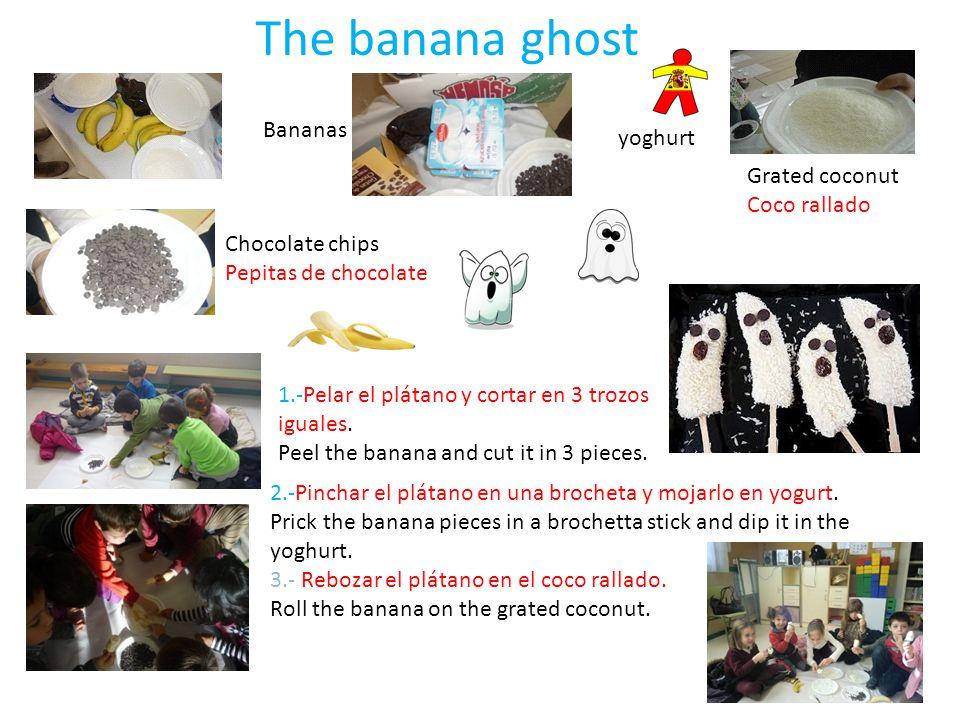 The banana ghost Bananas yoghurt Grated coconut Coco rallado Chocolate chips Pepitas de chocolate 1.-Pelar el plátano y cortar en 3 trozos iguales. Pe