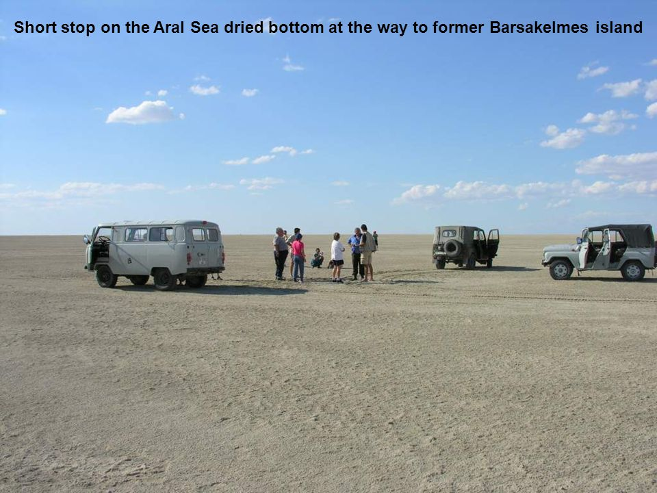 Short stop on the Aral Sea dried bottom at the way to former Barsakelmes island