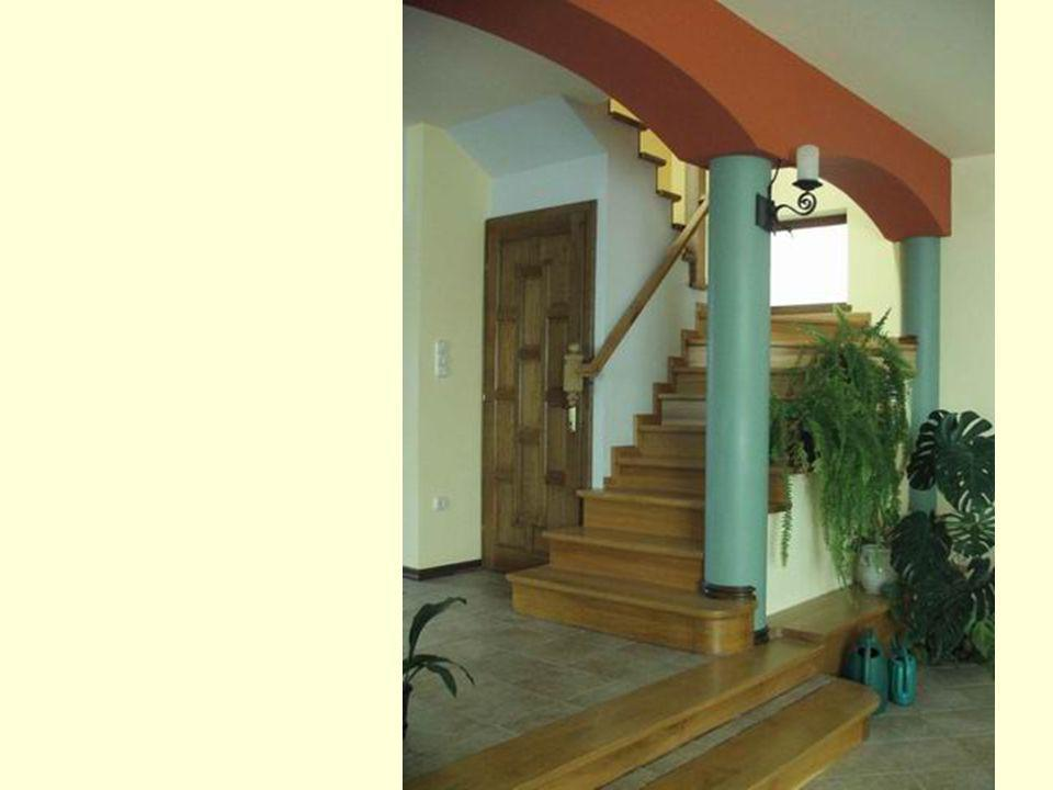 …Going upstairs you find a hall and 2 joining rooms wich flooring are all from solid pine wood…