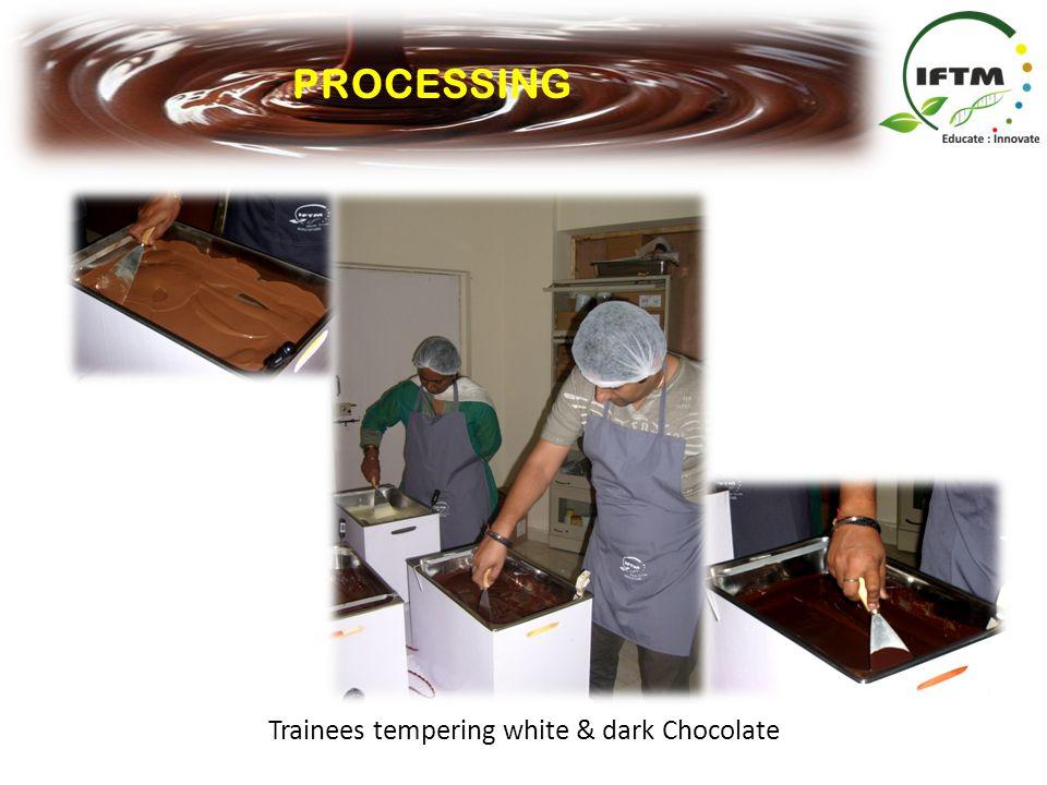 PROCESSING Trainees tempering white & dark Chocolate