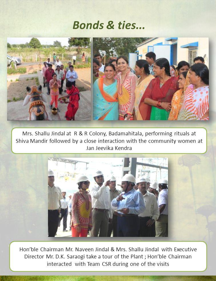 Mrs. Shallu Jindal at R & R Colony, Badamahitala, performing rituals at Shiva Mandir followed by a close interaction with the community women at Jan J