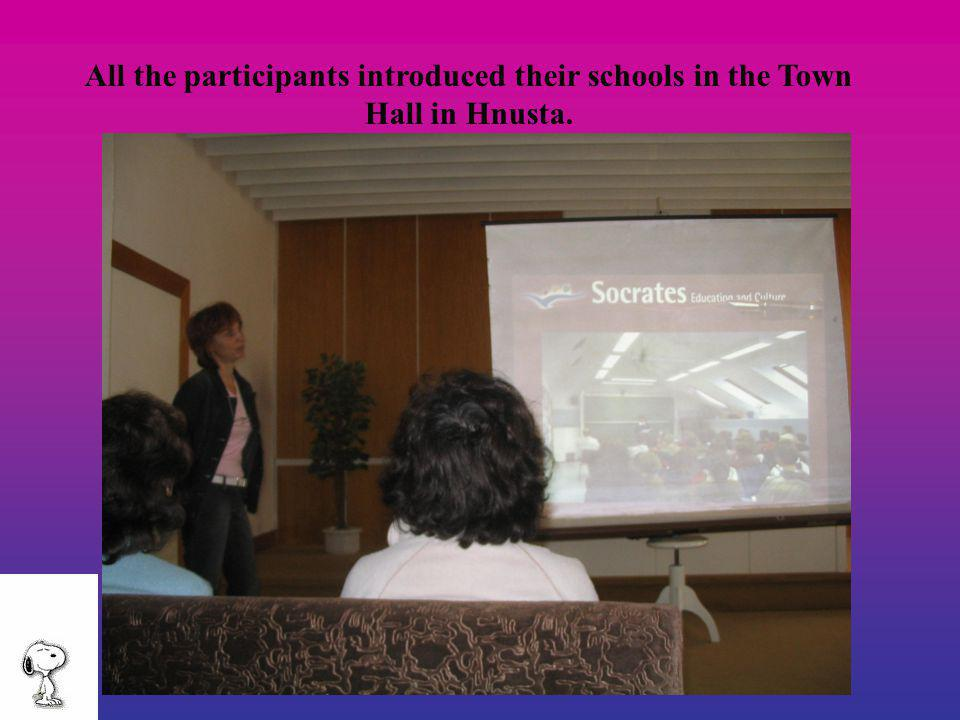 All the participants introduced their schools in the Town Hall in Hnusta.