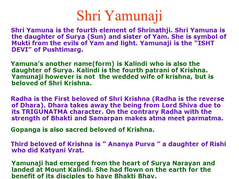 SHRINATHJI, YAMUNAJI & MAHAPRABHUJI Mara Ghat ma virajta Shrinathji, Yamunaji, Shri Mahaprabhuji.