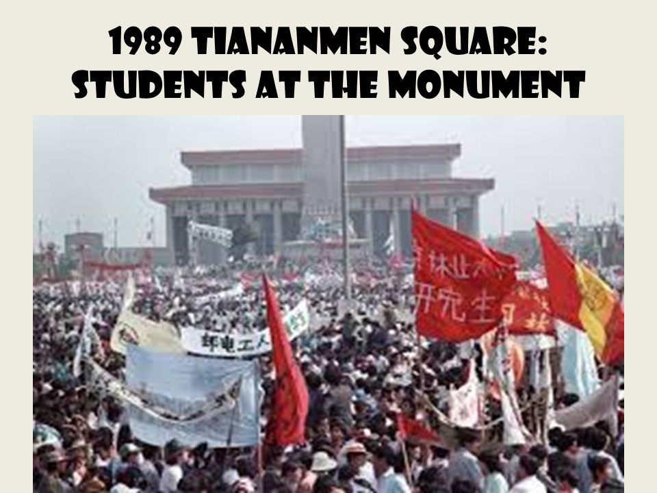 1989 Tiananmen Square: Students at the Monument