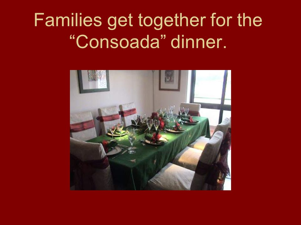 Families get together for the Consoada dinner.