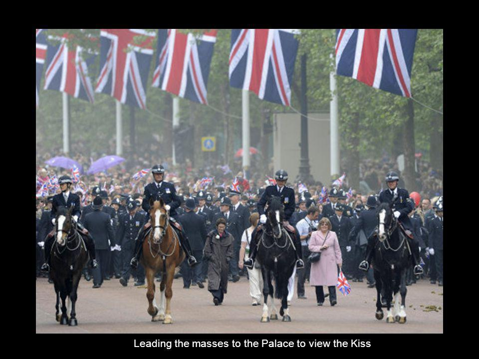 Leading the masses to the Palace to view the Kiss
