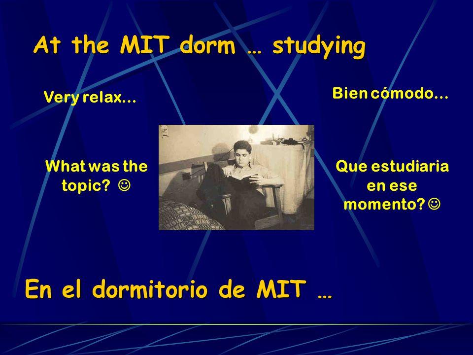 At the MIT dorm … studying Very relax… What was the topic? En el dormitorio de MIT … Bien cómodo… Que estudiaria en ese momento?