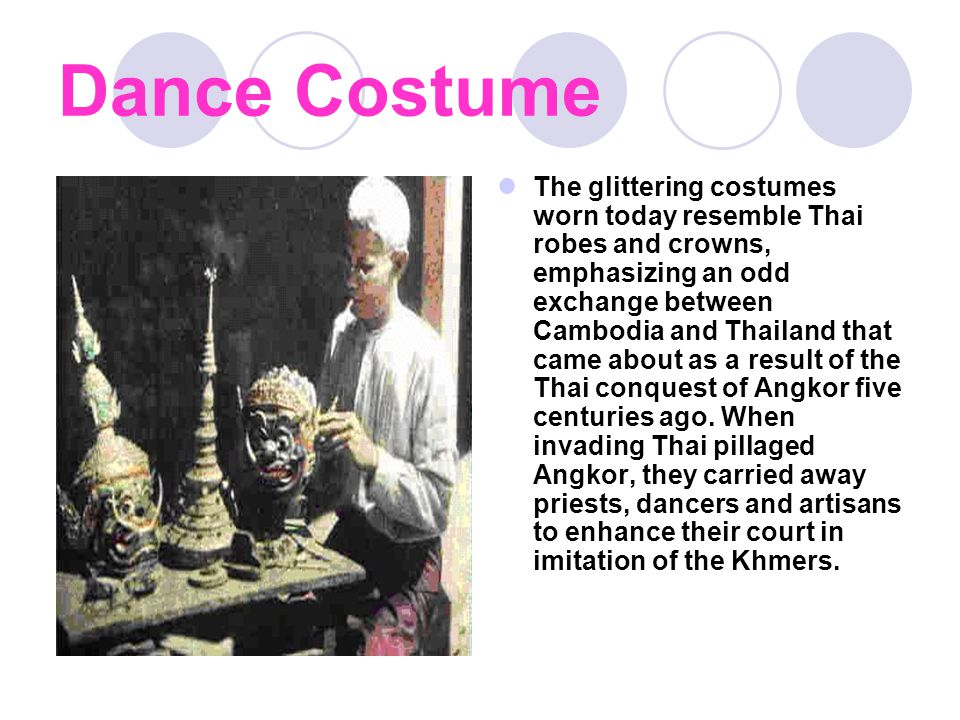 Here some examples of crowns, masks and costumes