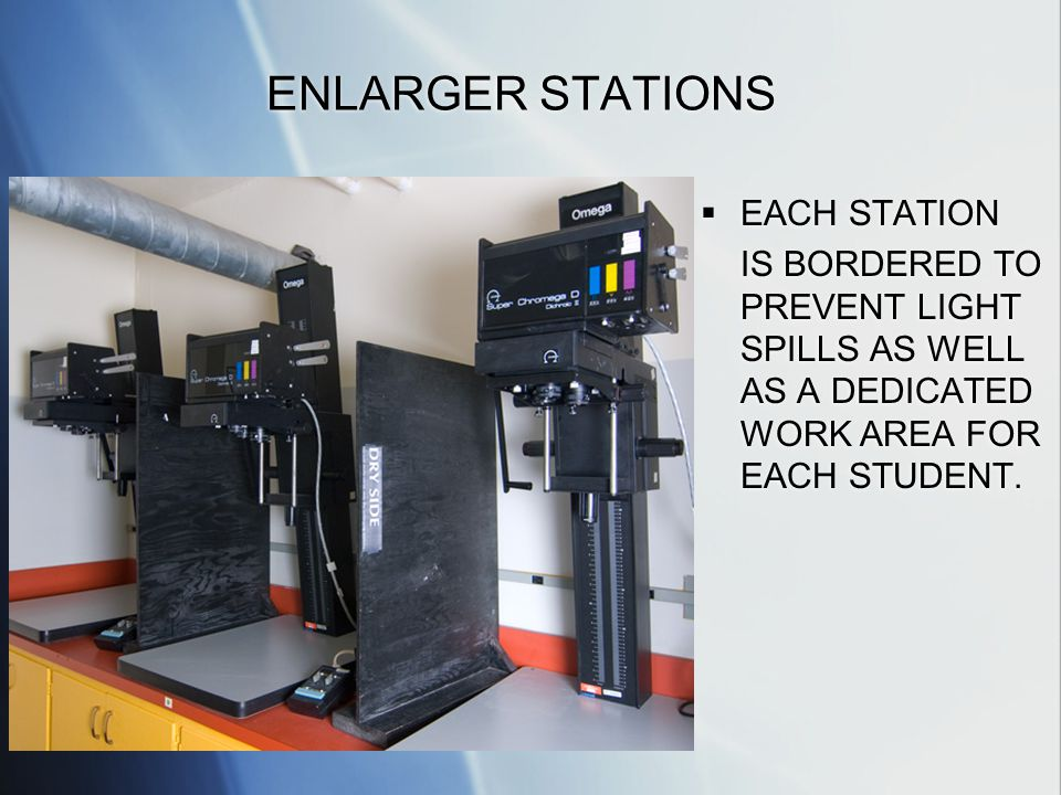 ENLARGER STATIONS EACH STATION IS BORDERED TO PREVENT LIGHT SPILLS AS WELL AS A DEDICATED WORK AREA FOR EACH STUDENT.
