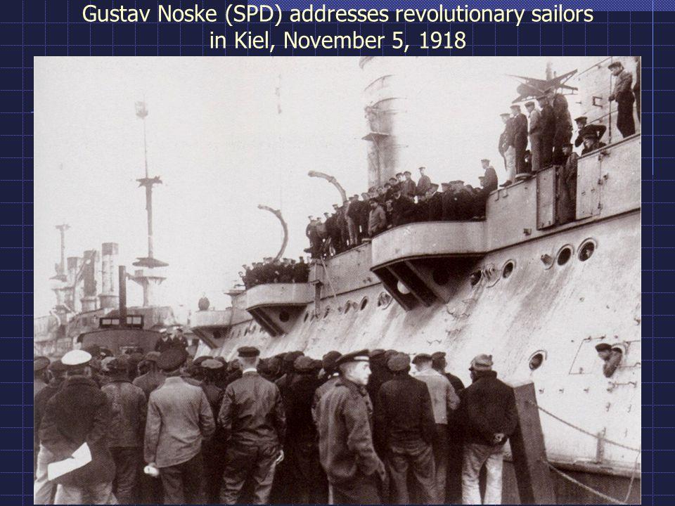 Gustav Noske (SPD) addresses revolutionary sailors in Kiel, November 5, 1918