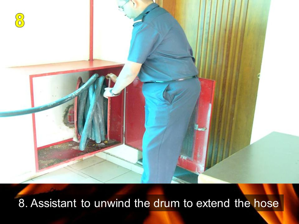 8. Assistant to unwind the drum to extend the hose