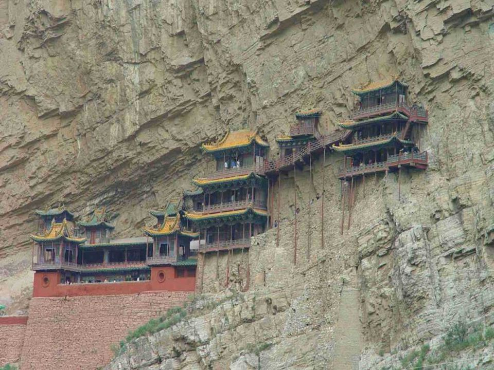 The second attraction of Hanging Monastery is that it includes Buddhism, Taoism and Confucianism. Inside the monastery, the sculptures of Sakyamuni, C